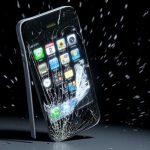 Разбился экран смартфона: что делать, куда обращаться?
